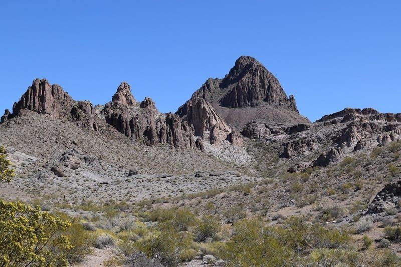 ヘッドアンドショルダーに似てる山脈